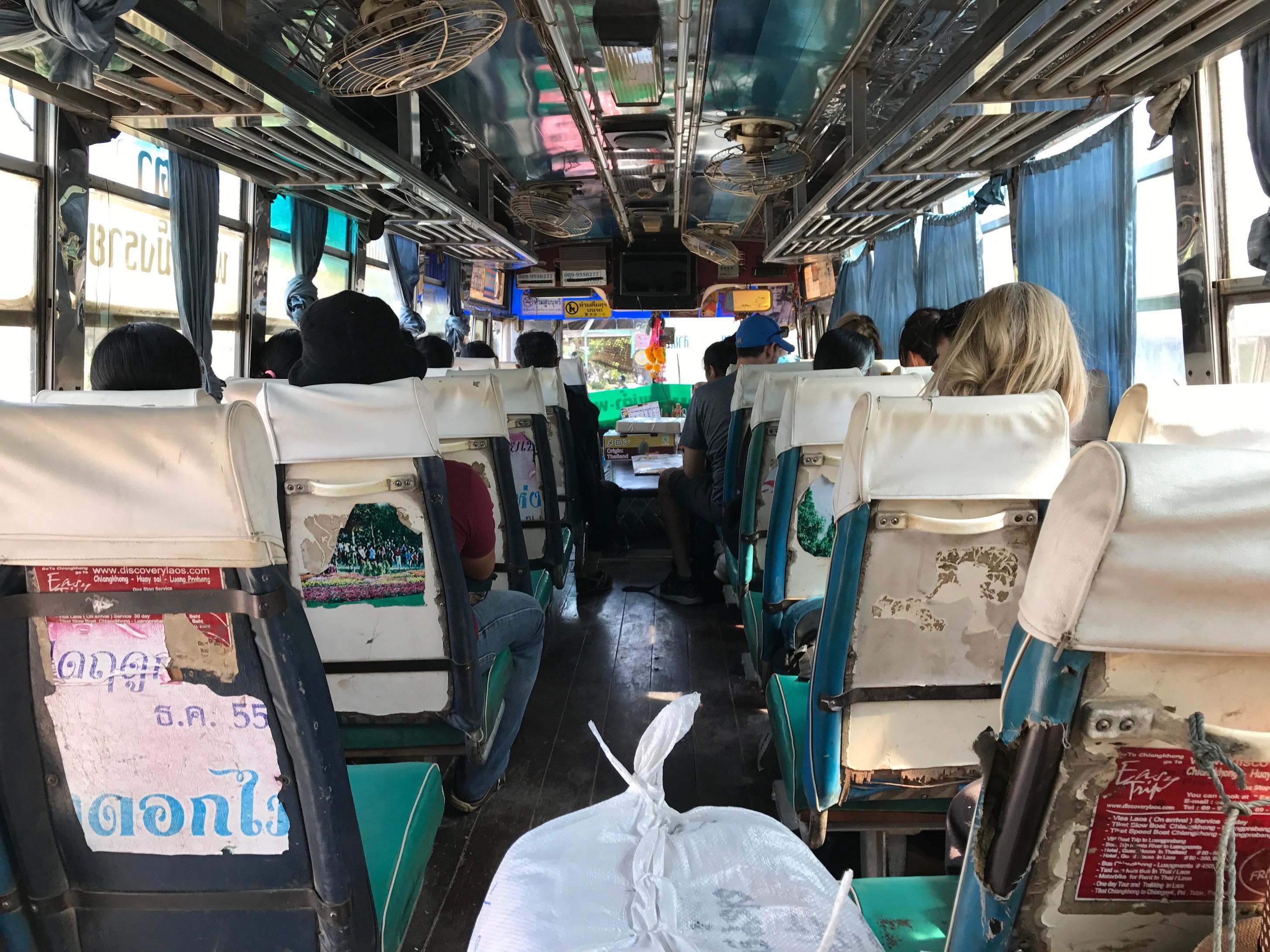 Busfahrt zur Grenze von Laos