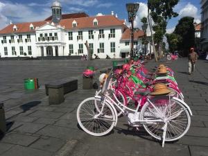 Hollandfahrräder vor Stadhuis Jakarta