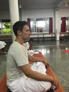 Meditation im Tempel in Krabi